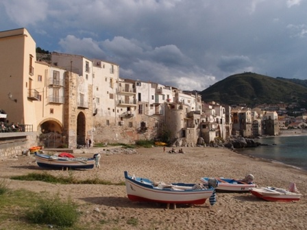 cefalu_waterfront_small_pa141274